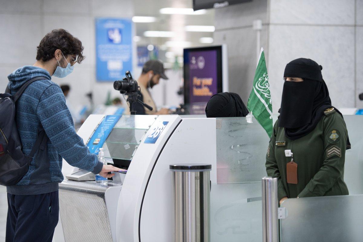 الإجراءات الإحترازية داخل المطارات السعودية