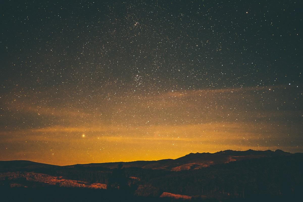 حكم الإستدلال بالنجوم على مصالح دينية كمعرفة جهة القبلة