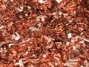 فلز ذو لون برتقالي محمر يكون غالبا في شكل صخور كبيرة