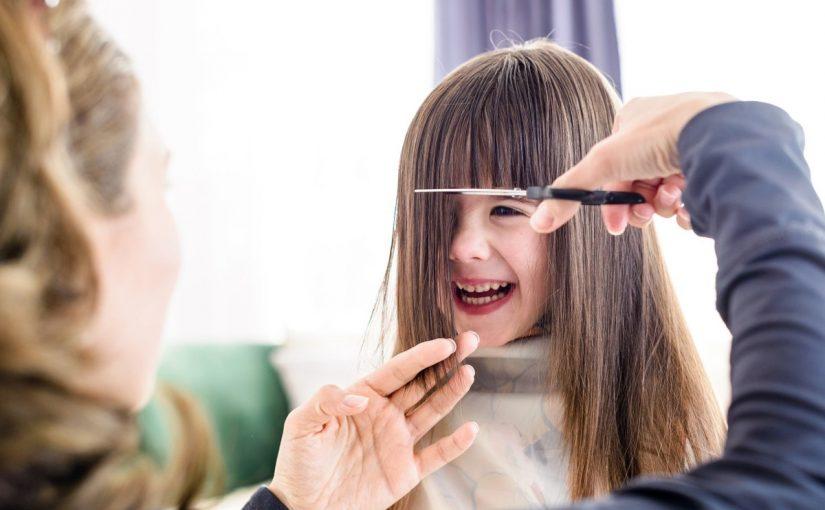 فوائد قص الشعر للاطفال