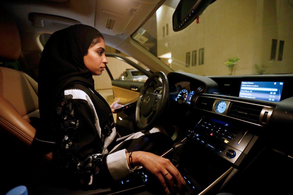 رسوم استخراج رخصة قيادة للنساء
