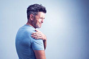 أسباب ألم الكتف الأيمن والصدر والرقبه