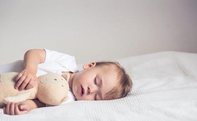 أسباب خروج مخاط مع براز عند الأطفال