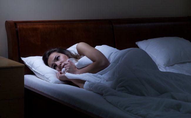 تفسير رؤية الميت في غرفة النوم
