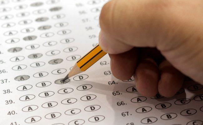 هل الاختبارات المركزيه عليها درجات